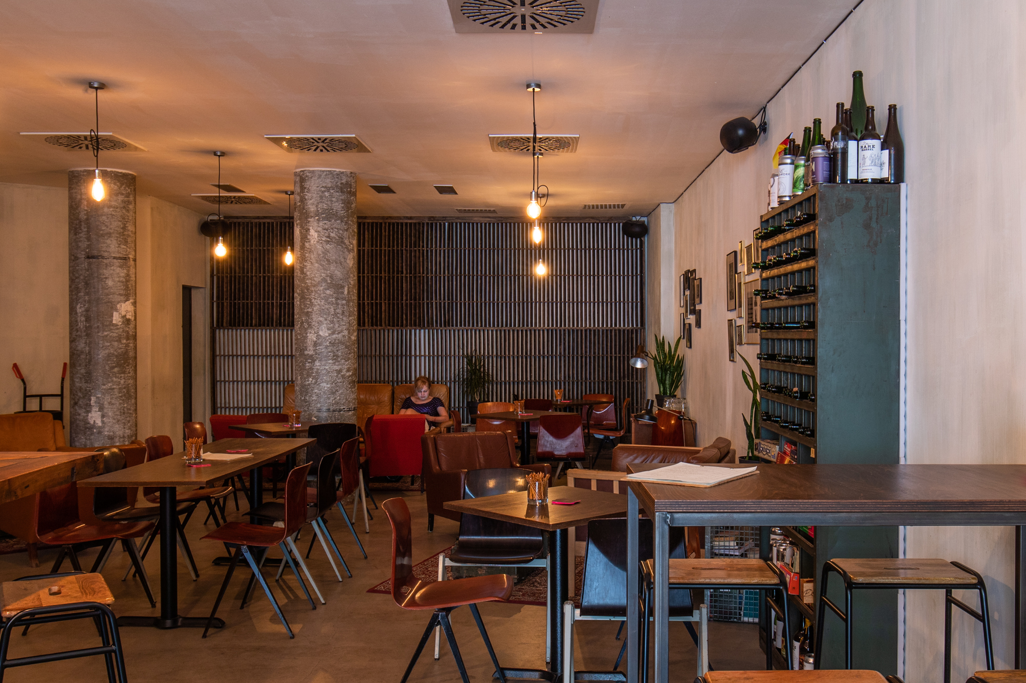 The interior at Muted Horn, a craft beer bar in Berlin Neukölln
