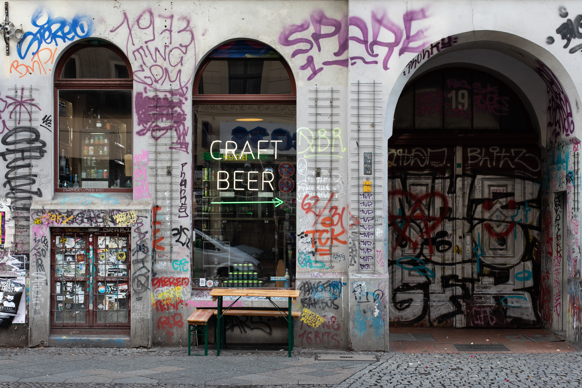 Biererei Store Berlin - a craft beer bottle shop in Kreuzberg - seen from the street on Oranienstraße