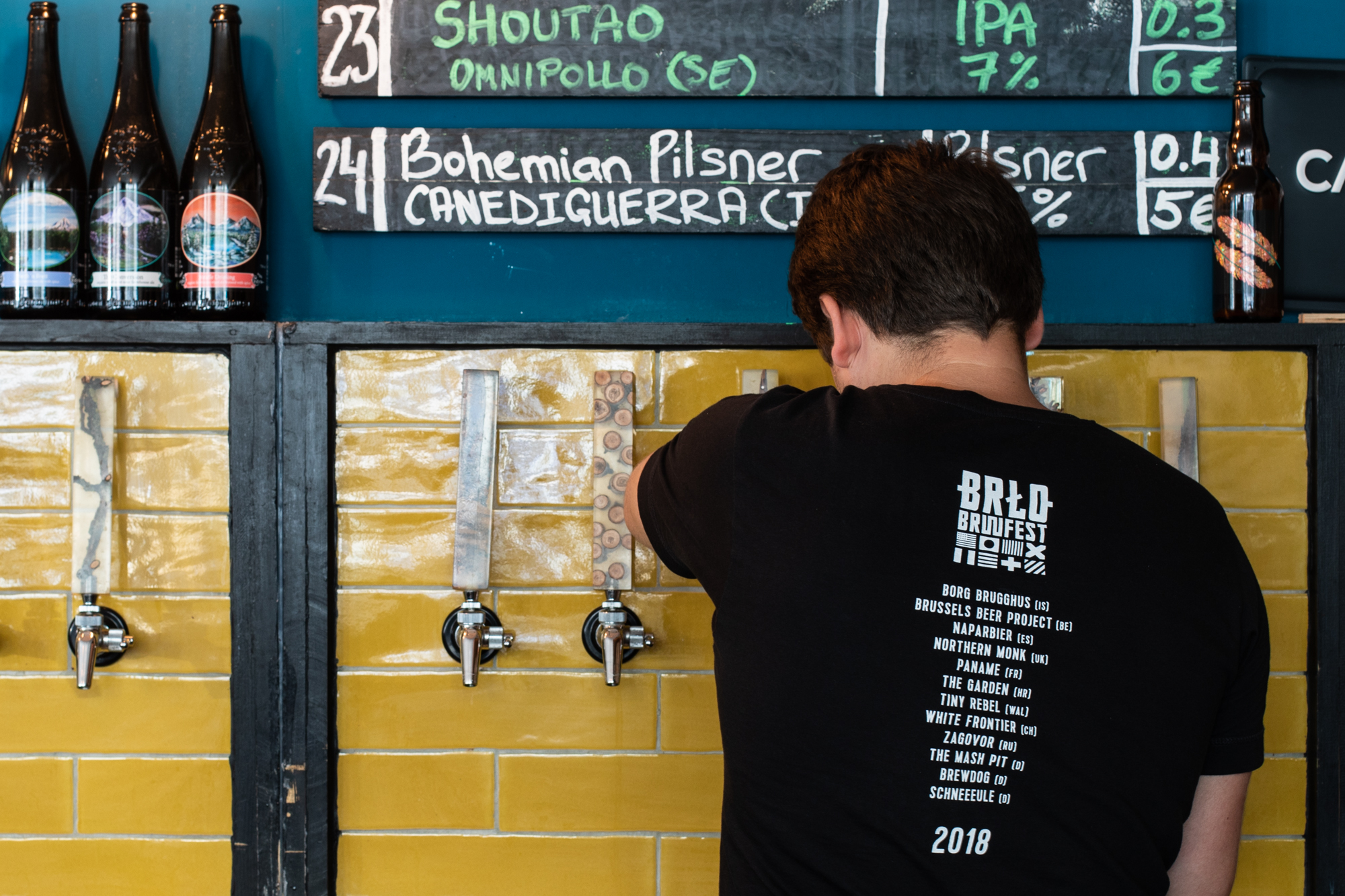 Vadim pours a beer at Protokoll Taproom Berlin, a craft beer bar with 24 taps in Berlin Friedrichshain