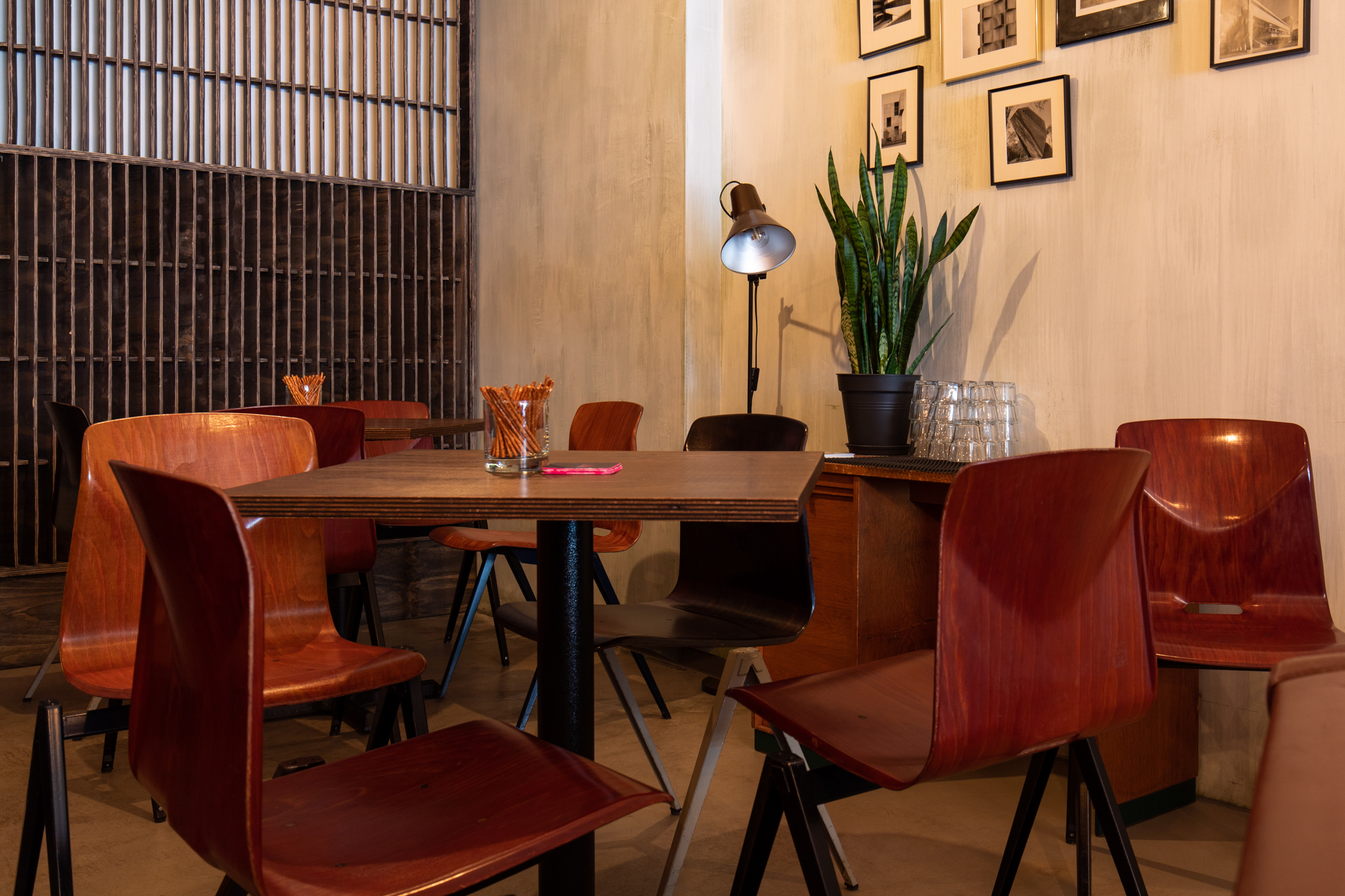Table and chairs at Muted Horn, a craft beer bar in Berlin Neukölln