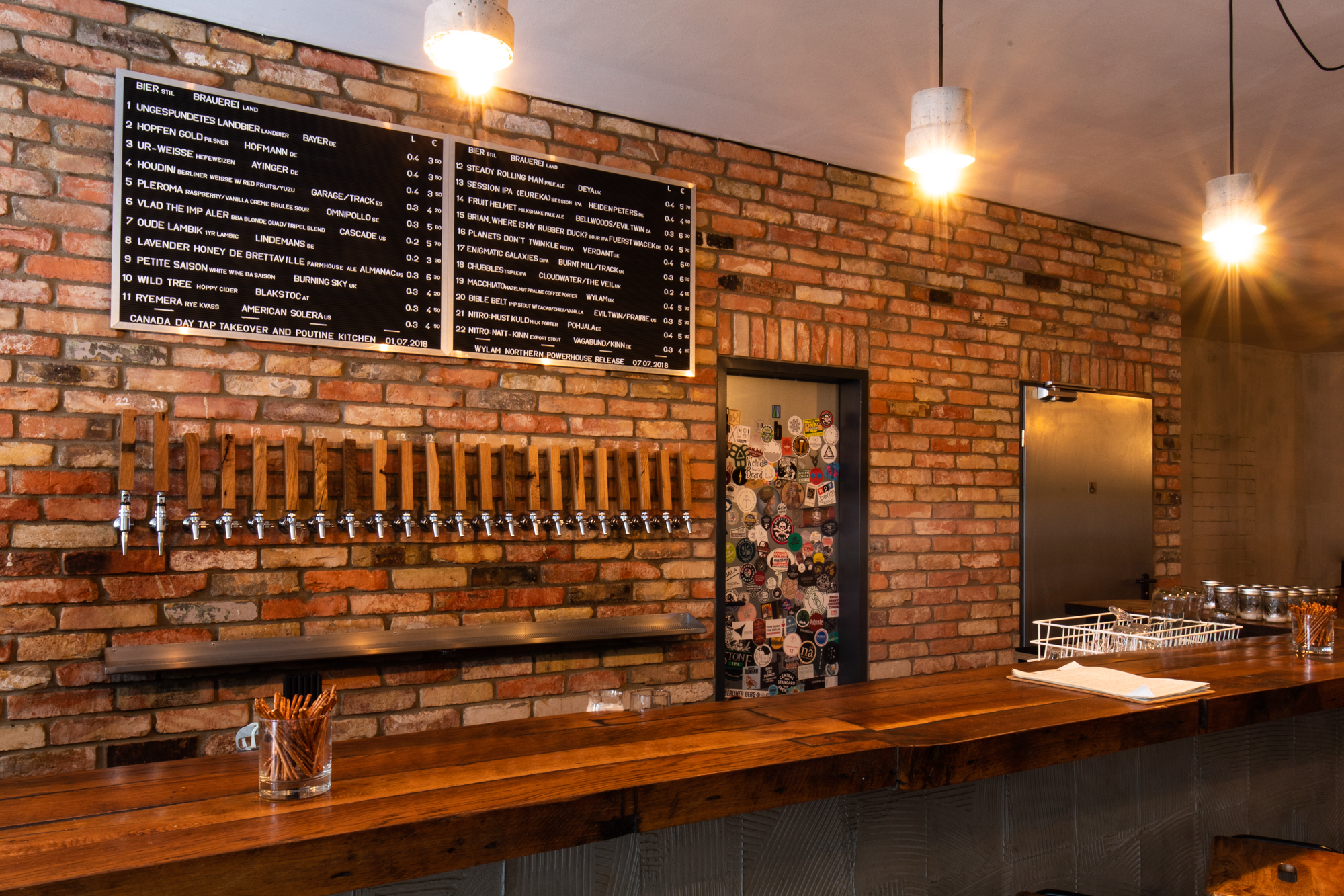 The Bar and Tap List at Muted Horn, a craft beer bar in Berlin Neukölln